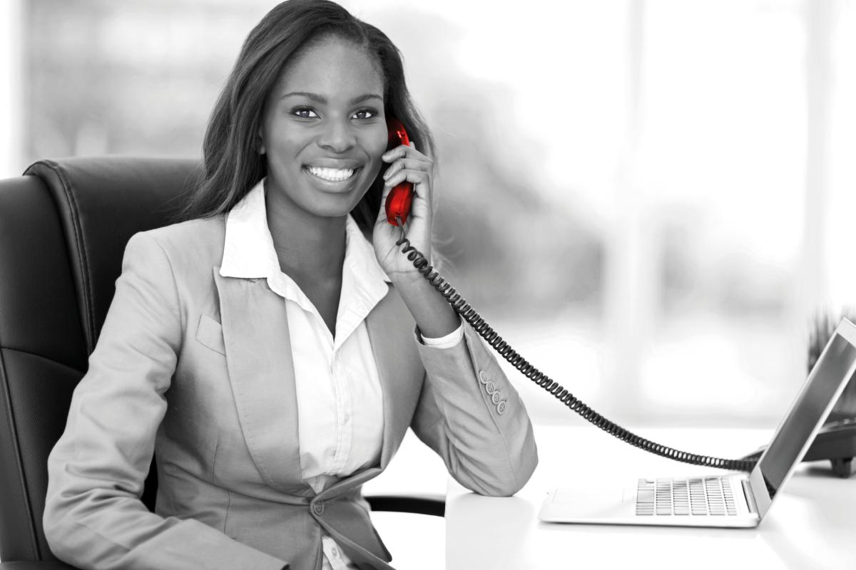 femme_dbs_telephonie_fixe
